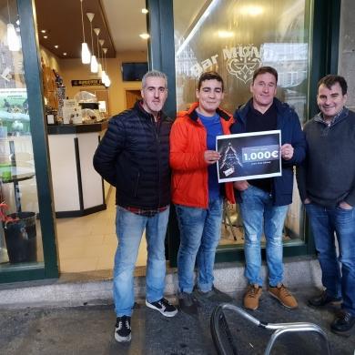 Entrega do cheque regalo 1.000€ campaña de nadal