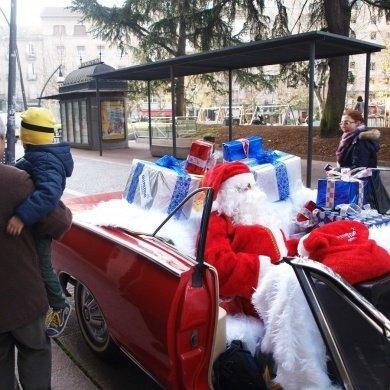 Papa Noel felicitando o Nadal ós ourensáns
