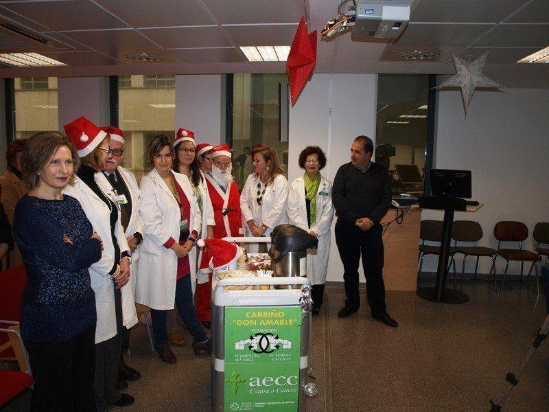 Ourense Centro colabora con asociación contra el cáncer y da apoyo a los enfermos hospitalizados en Navidad
