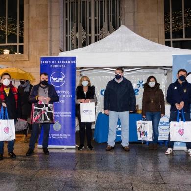 El CCA Ourense Centro organizo con el Banco de Alimentos de Ourense una jornada de recogida en Rua do Paseo