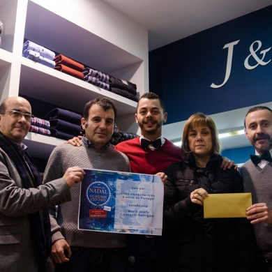Ourense Centro hace entrega del premio de 'O Xogo do Nadal'