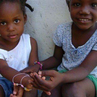 Recaudando fondos para Haiti con una campana solidaria