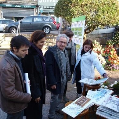 Ourense centro promueve en la plaza de abastos un maraton de dibujo al aire libre.