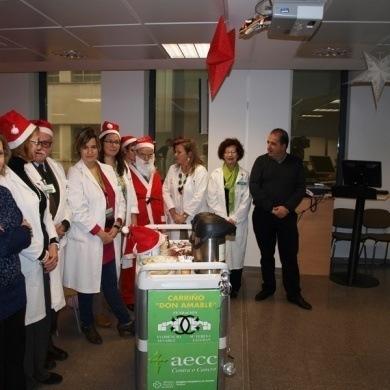Ourense Centro colabora con asociacion contra el cancer y da apoyo a los enfermos hospitalizados en Navidad