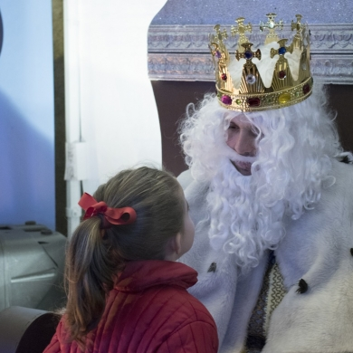 El Rey Melchor visita a los ninos de Ourense