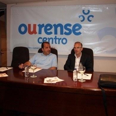 El CCA Ourense Centro recibe la visita del concejal de comercio Jose Angel Vazquez Barquero